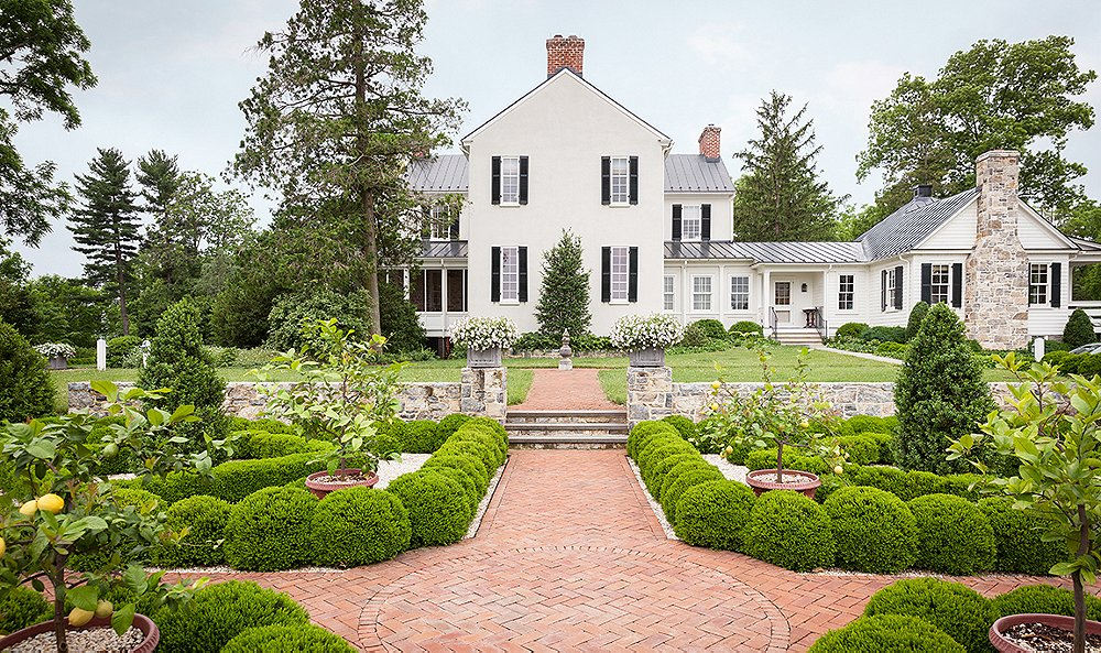 Landscaping Ideas to Steal from a Designer Garden