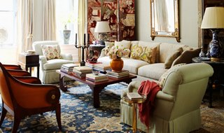 our in depth guide to chinoiserie rh onekingslane com Chinoiserie Elements in a Living Room Chinoiserie Elements in a Living Room