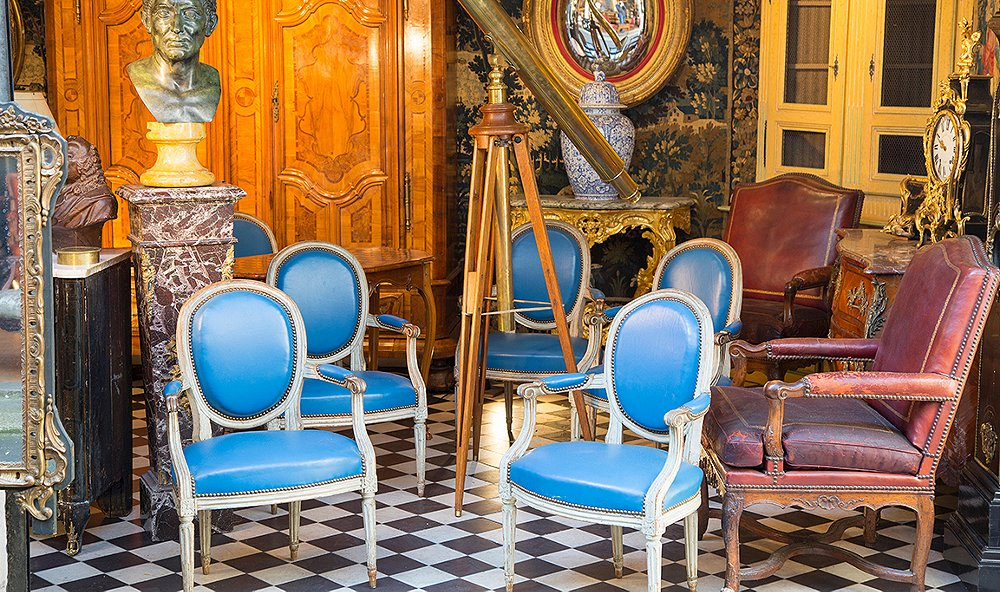 A Guide to the Paris Antiquing Scene