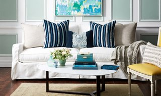 your guide to styling sofa throw pillows rh onekingslane com leather sofa accent pillows leather sofa accent pillows