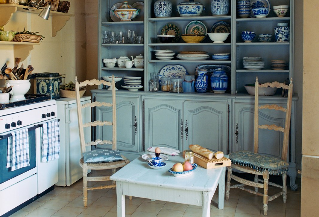 We're channeling the laid-back elegance of a kitchen in the French countryside.