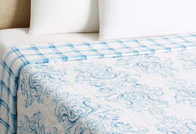 Vera Quilt, Blue/White