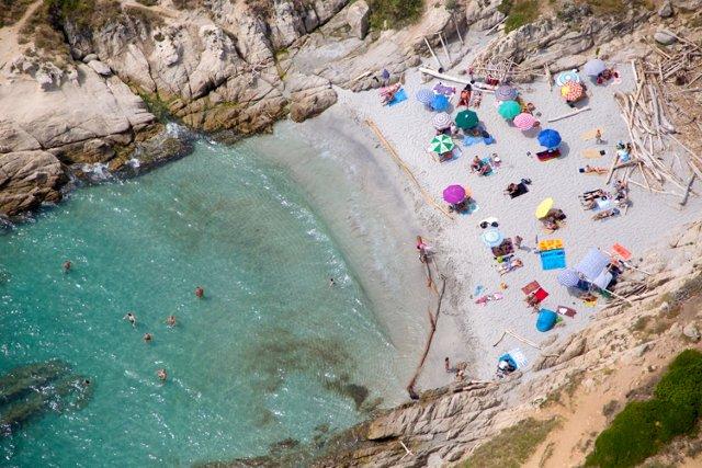 St. Tropez Secret Beach, Oversize