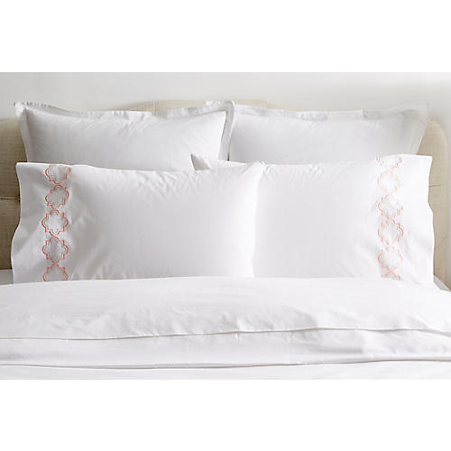 S/2 Quatrefoil Pillowcases, White/Pink