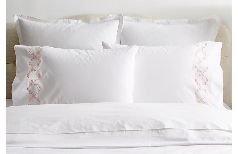 S/2 Quatrefoil Pillowcases, White/Pink