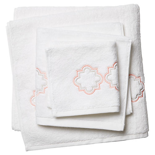 3-Pc Quatrefoil Towel Set, White/Pink