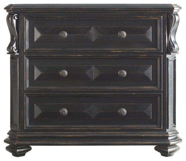 Richmond Dresser, Ebony