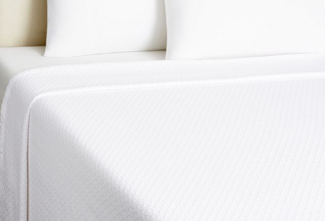 Lattice Matelassé Coverlet, White