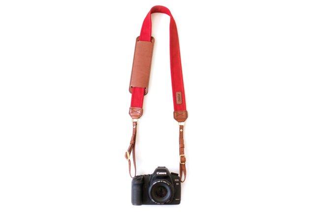 The Scarlet Fotostrap