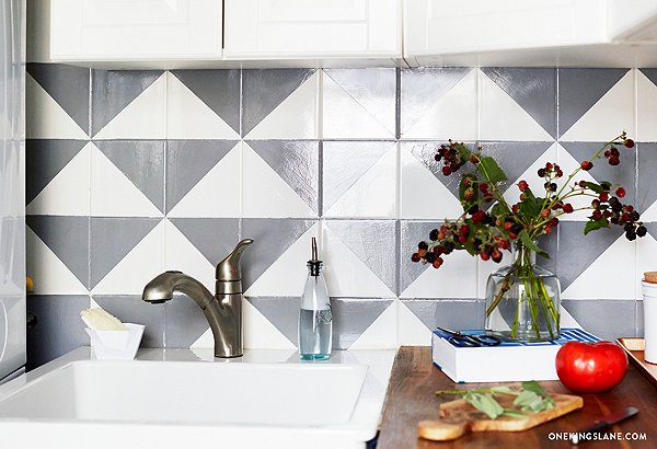 I Know What You Re Thinking And The Answer Is Yes You Can Totally Paint A Tile Backsplash It S All About Planning Your Design And Having The Right