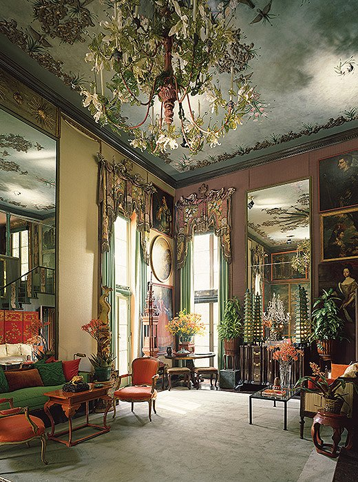 The drawing room, featuring a chandelier blooming with Venetian glass flowers.