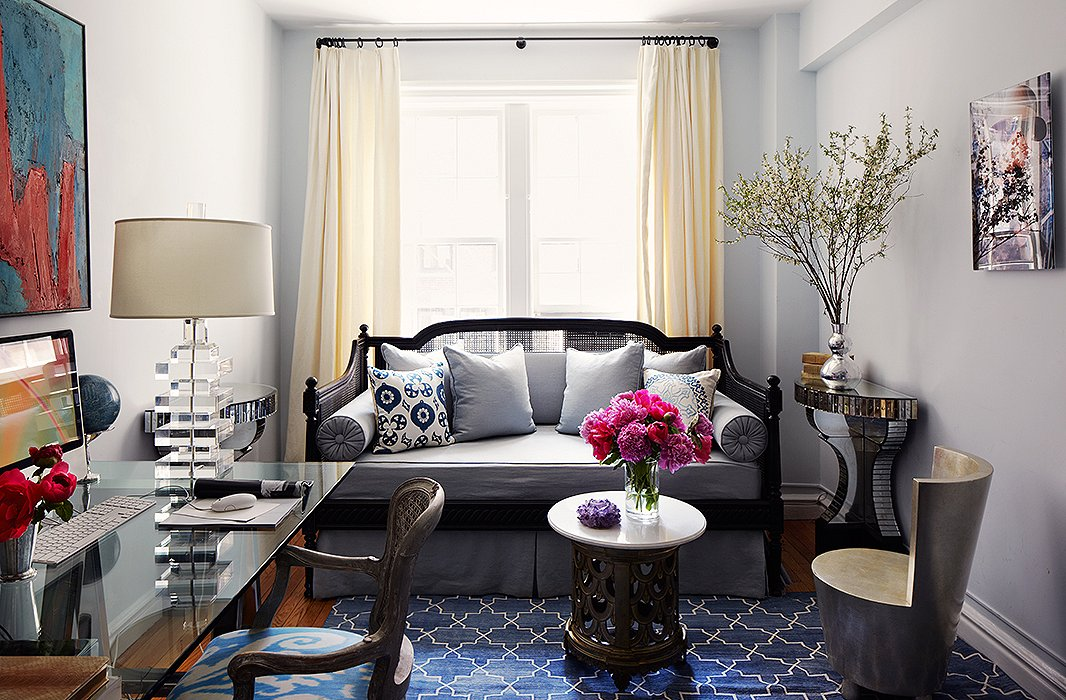 Decorating with a daybed your essential guide for Guest living room ideas