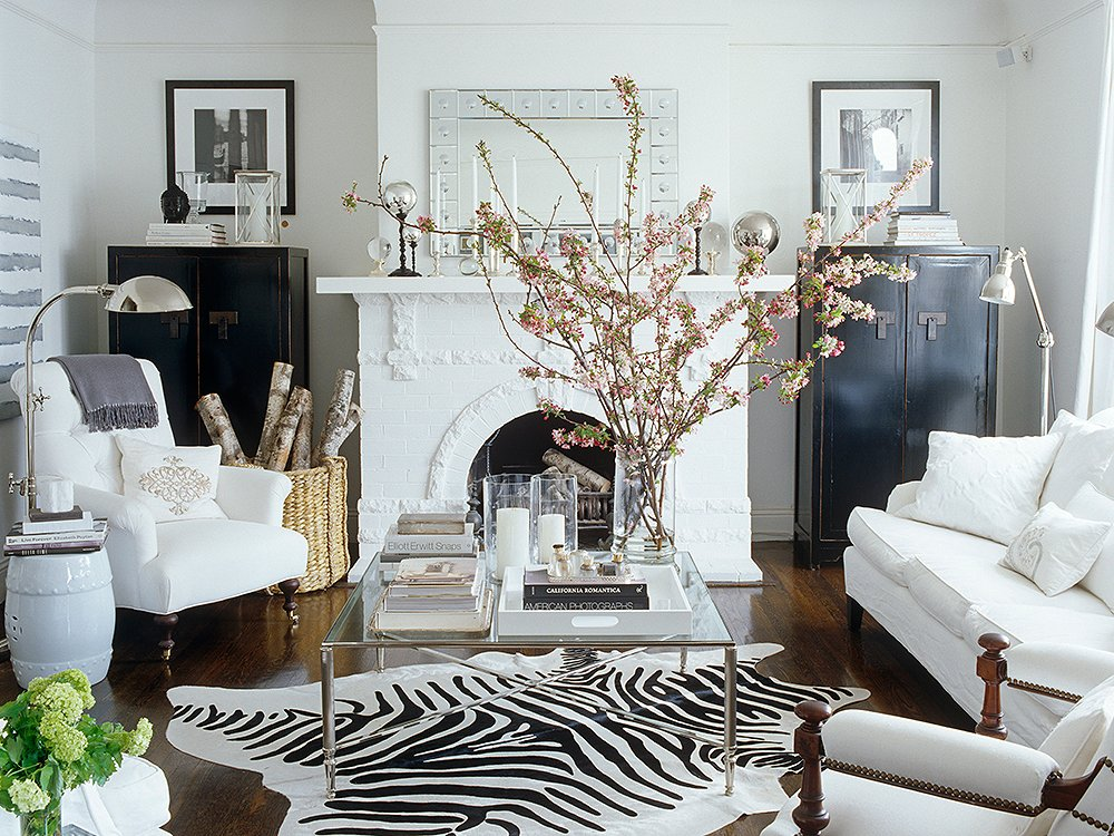 Q a decorating small spaces a mantel makeover and more for Small den with fireplace