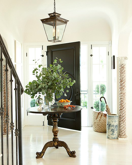 Designer Mark D. Sikes used a table to further define this entryway space.
