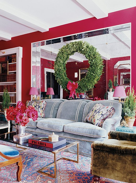 A grand-scale wreath and touches of hot pink (instead of red) are delightfully unexpected.