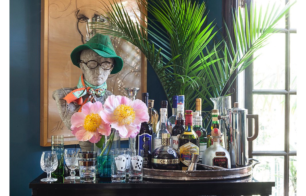 An antique bust, sporting a hat and glasses owned by Lulu's late father, adds a bit of gravitas and is a killer conversation starter on her ready-to-serve bar. An oversize tray and mix-and-match glassware transform an otherwise ordinary console table into entertaining central.
