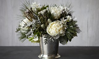 A Gorgeous Wintry White Arrangement In 4 Easy Steps