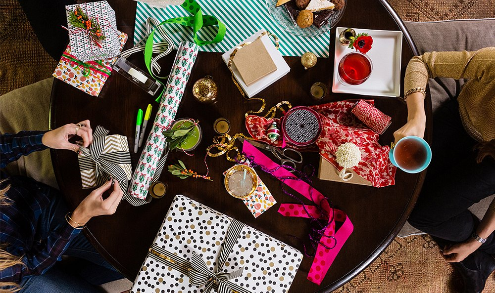 5 Easy Steps for Hosting a Holiday Wrapping Party