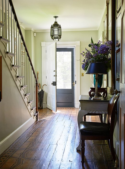 Bunny stenciled the original pine floorboards in the entryway with a pattern resembling giant tortoiseshells.