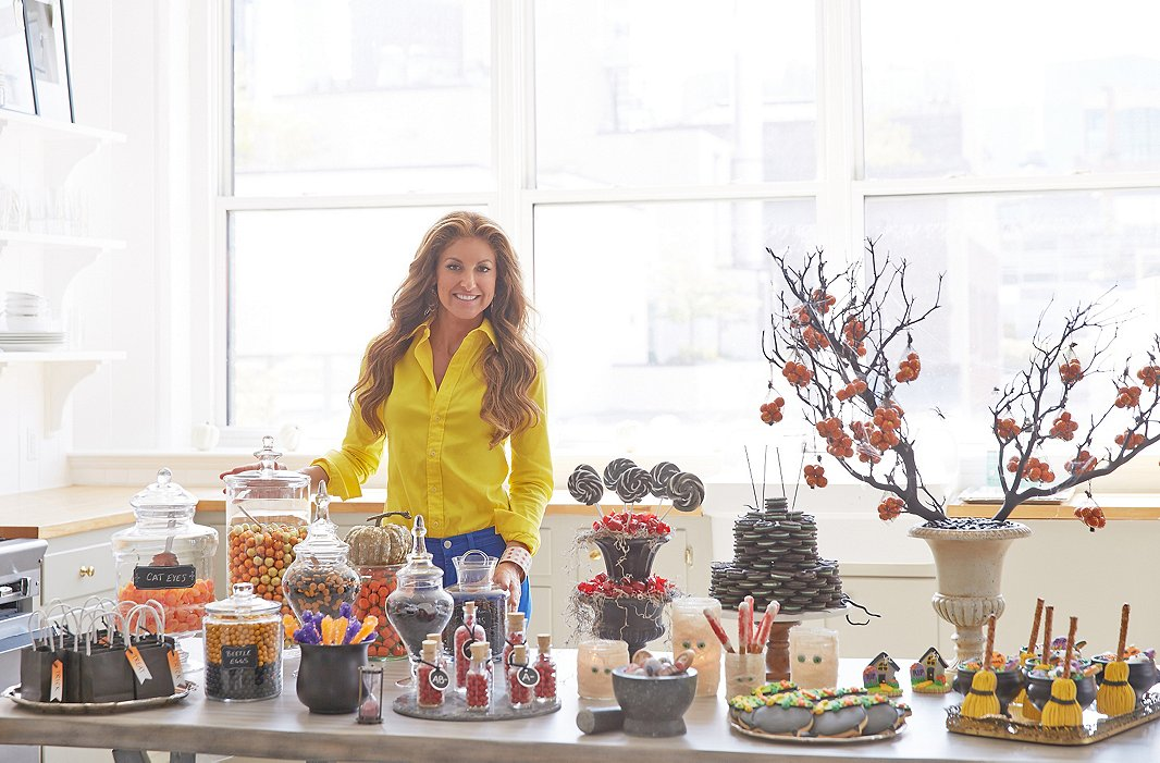 Dylan Lauren S Fabulous Ideas For A Spooky Chic Candy Bar