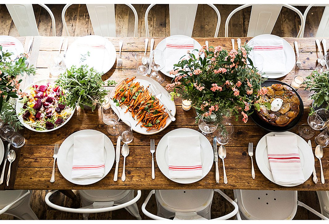 7 steps to mastering the casual fall dinner party - Dining table setting ideas ...
