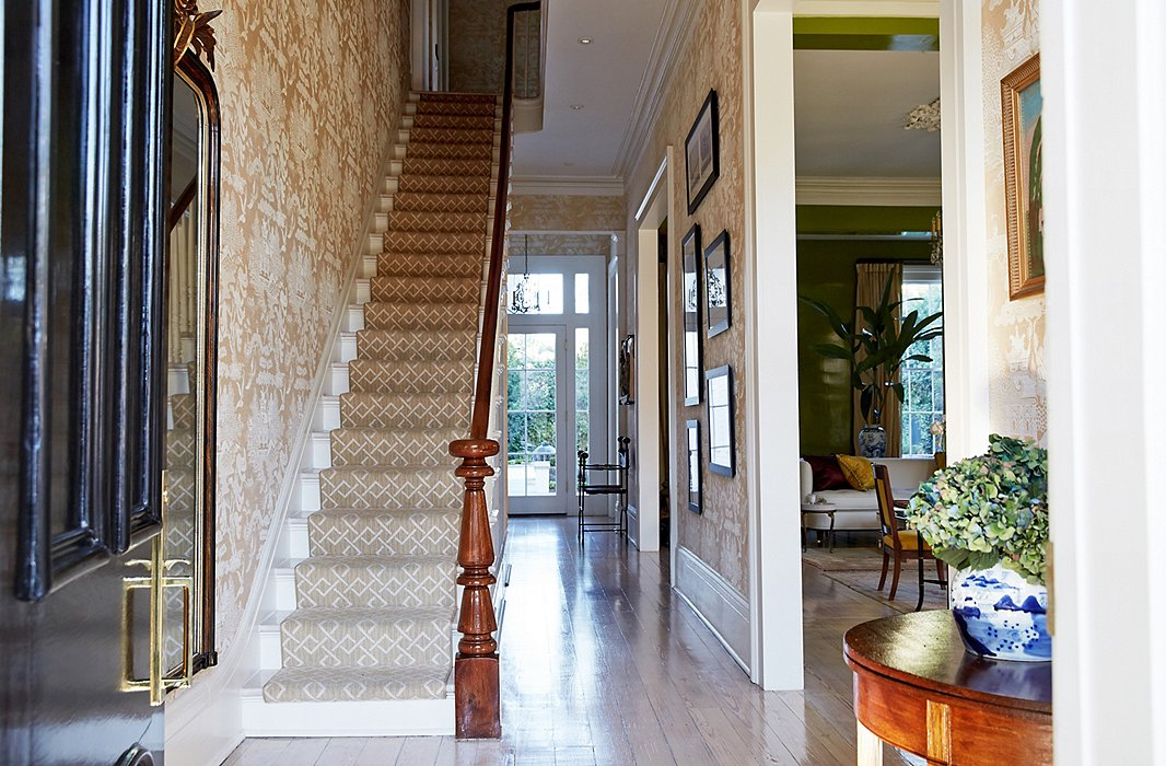 This inviting entryway at the New Orleans home of Jane Scott Hodges lets good energy flow. Photo by Tony Vu.
