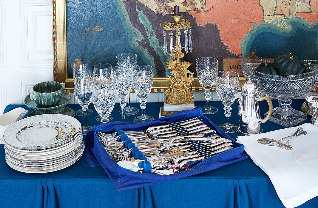For formal dinners, of which there are many during the holidays, Jeffrey sets his tables with his collection of antique china, Georgian silver, and cut-crystal stemware.