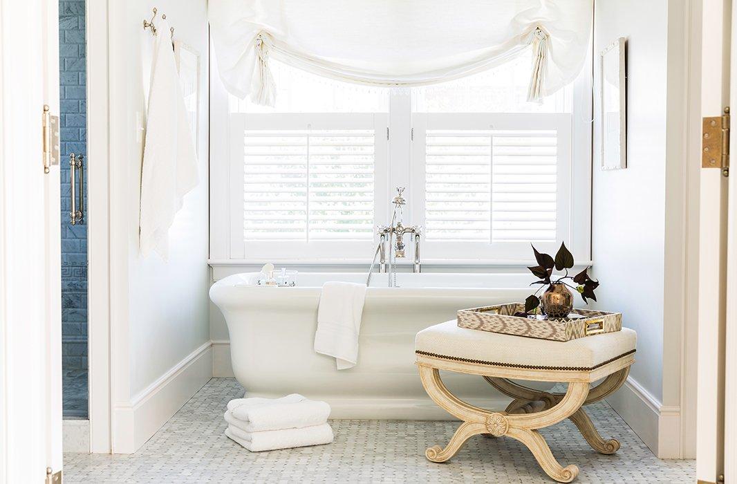 An Antique Bench Brings A Second Neutral Shade A Soft Cream To The Bathtub