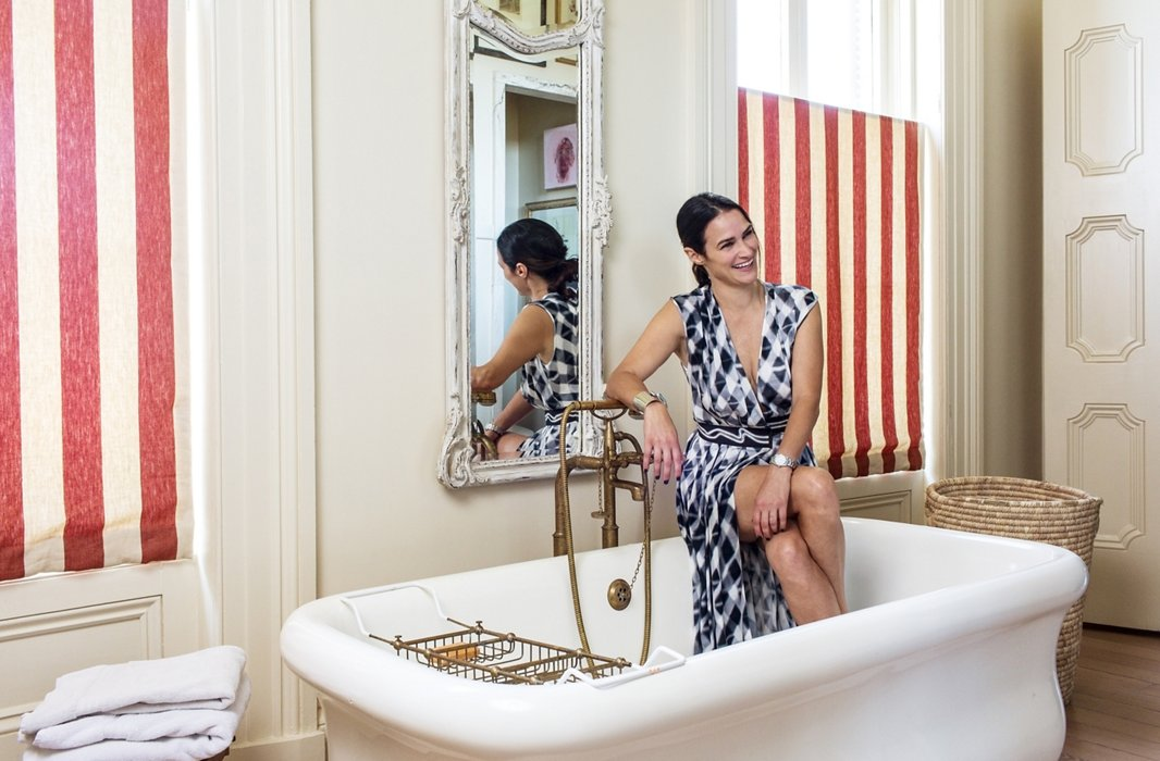 At parties, people invariably end up congregating in the kitchen—and in Sara's home, the bathroom, where the oversize tub (a fiberglass version with an old-fashioned look) provides plenty of seating.