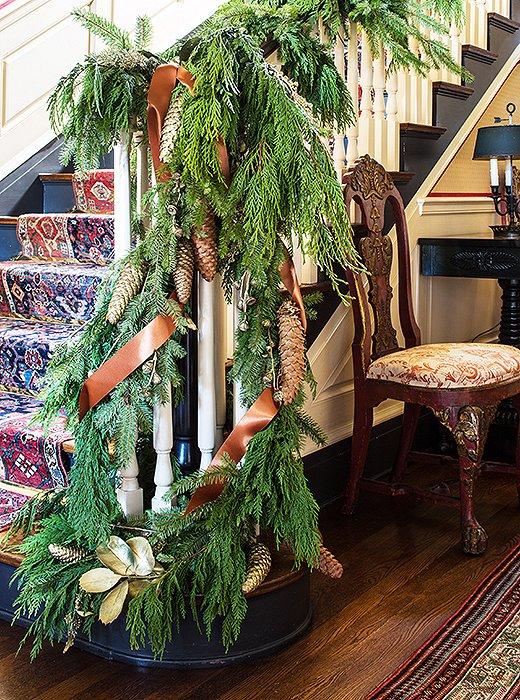 Fresh garlands—look how lush those branches are!—embellished with oversize pinecones bring the natural beauty of the California outdoors inside.