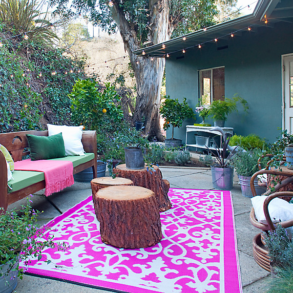 Colorful Cozy Spaces: Tips For Outdoor Entertaining From HGTV