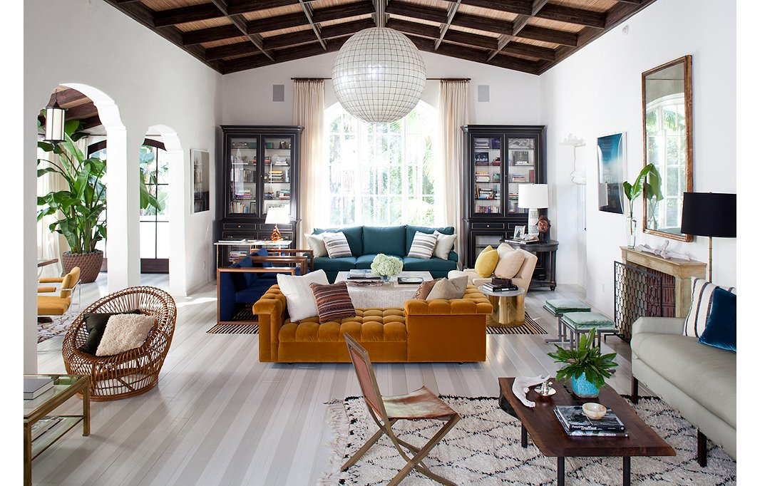 The White Walls In This Gorgeous Living Room Designed By Sasha Adler And Lauren Gold