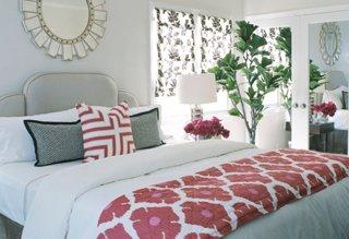 White bedding room decor
