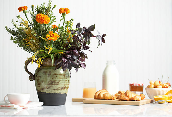 https://okl.scene7.com/is/image/OKL/one_kings_lane_decorating_ideas_flower_arranging_tips_img04?$LLH_Slideshow_h409$