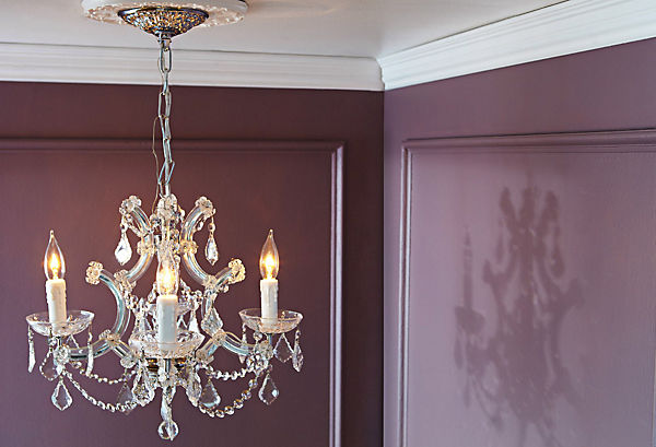 https://okl.scene7.com/is/image/OKL/one_kings_lane_decorating_ideas_picking_a_chandelier_Img01?$LLH_Slideshow_h409$
