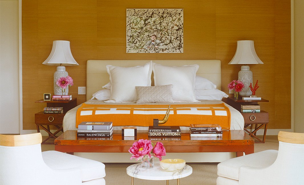 Decorator trick use symmetry to put your room in balance for Symmetrical interior design