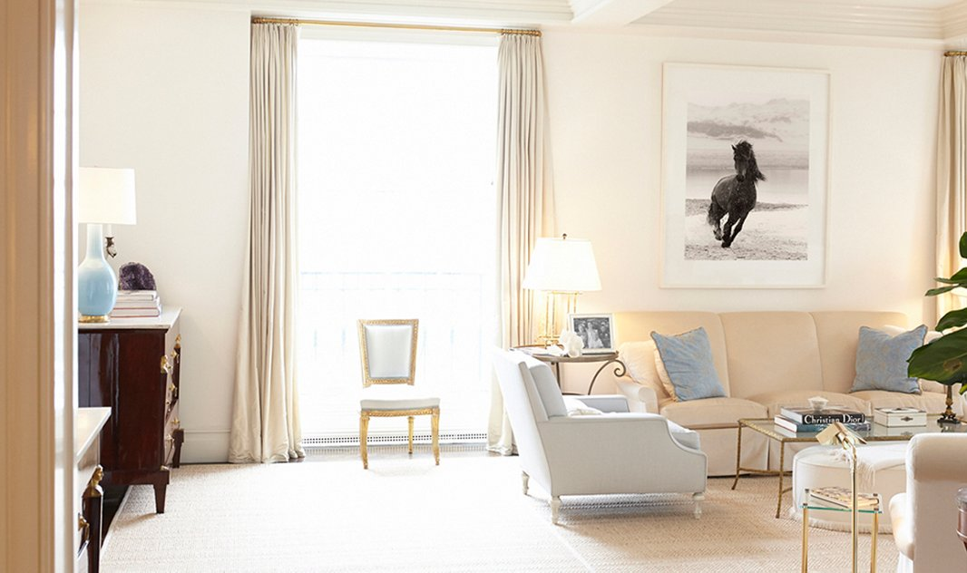 "Drew Doggett's ""The Chase"" brings graphic impact to this neutral living room."