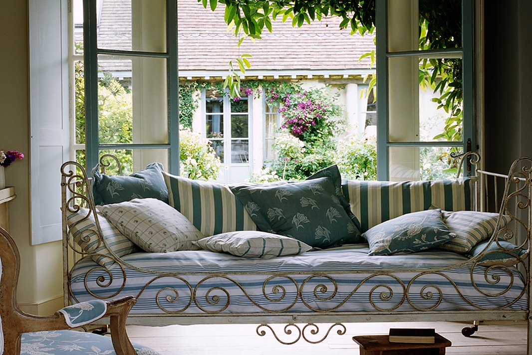 photography by simon uptoninterior archive - Country French Decor