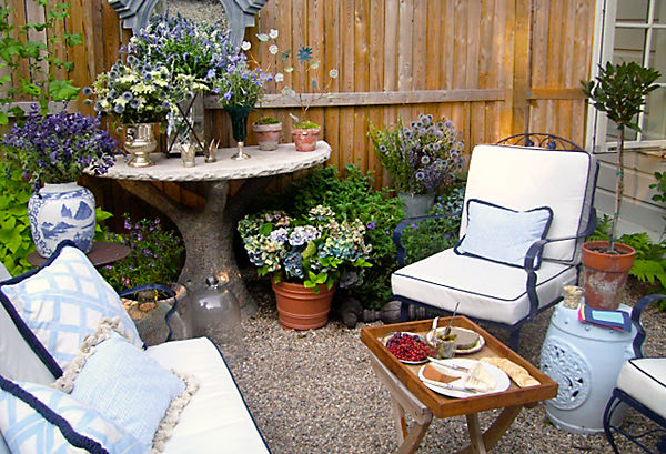 alfresco living room - Garden Ideas In Small Spaces