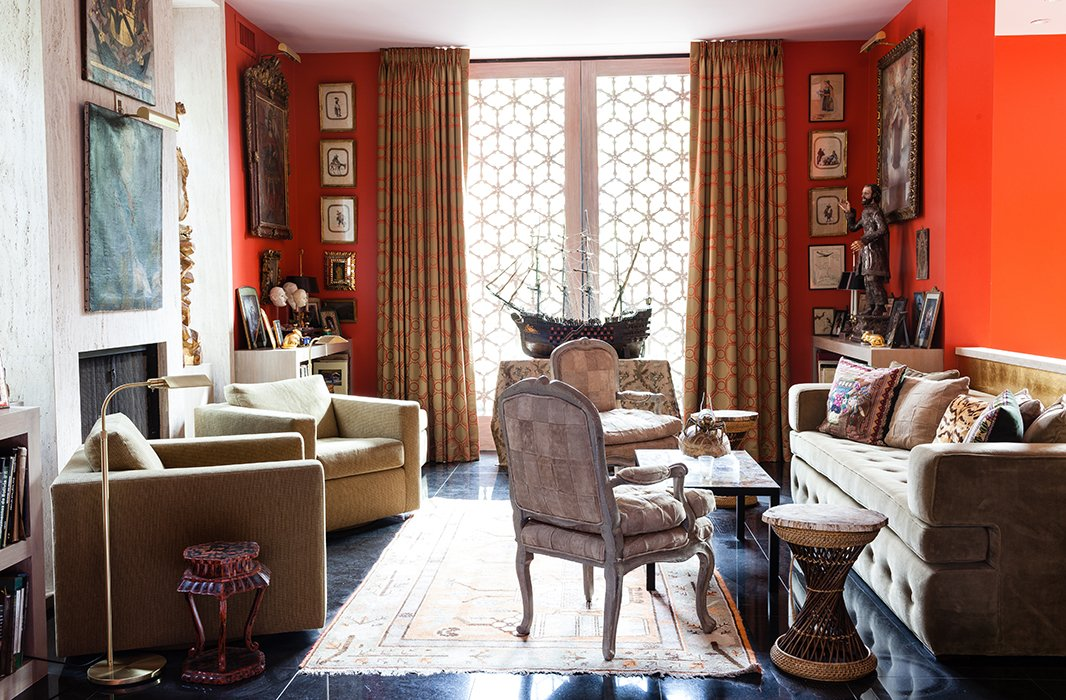 Hutton filled his cozy library with South American treasures that speak to his own family's history, including paintings and accents from his mother's haciendas in southern Peru and Bolivia.