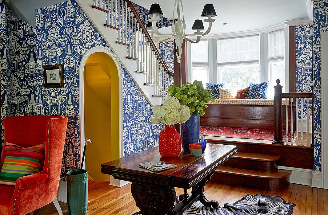 In The Entryway A Bright And Playful Wallpaper By David Hicks Gives Sense Of