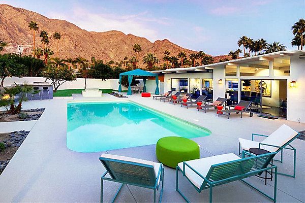 Vacation rentals with amazing backyards one kings lane for Amazing holiday rentals