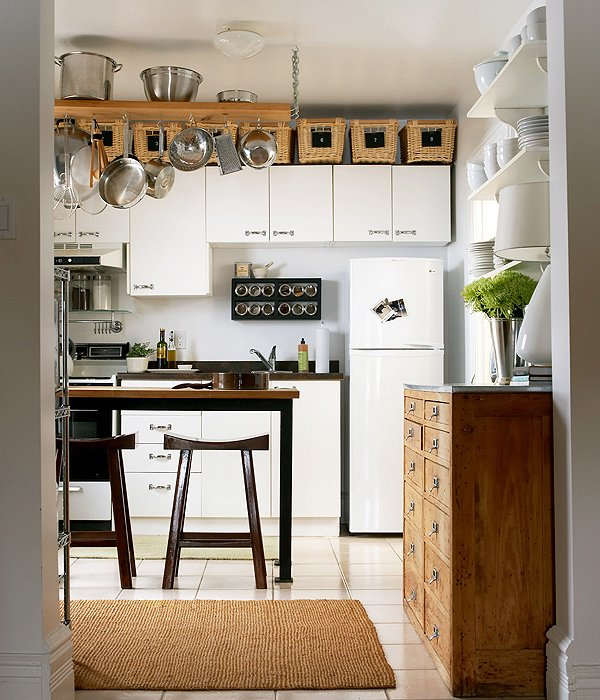 Small kitchens with big style one kings lane for Como decorar una cocina chica