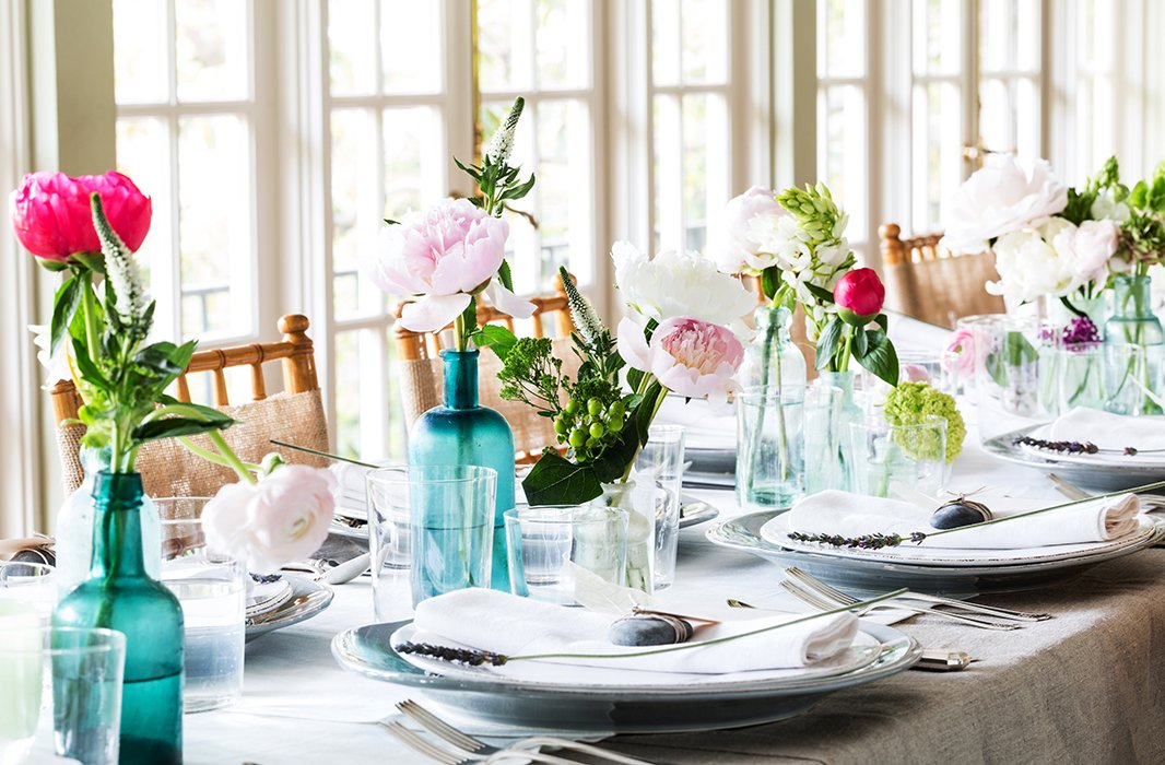 Organic elements and simplicity influenced the entire look—a departure from Susan's more classic table settings.