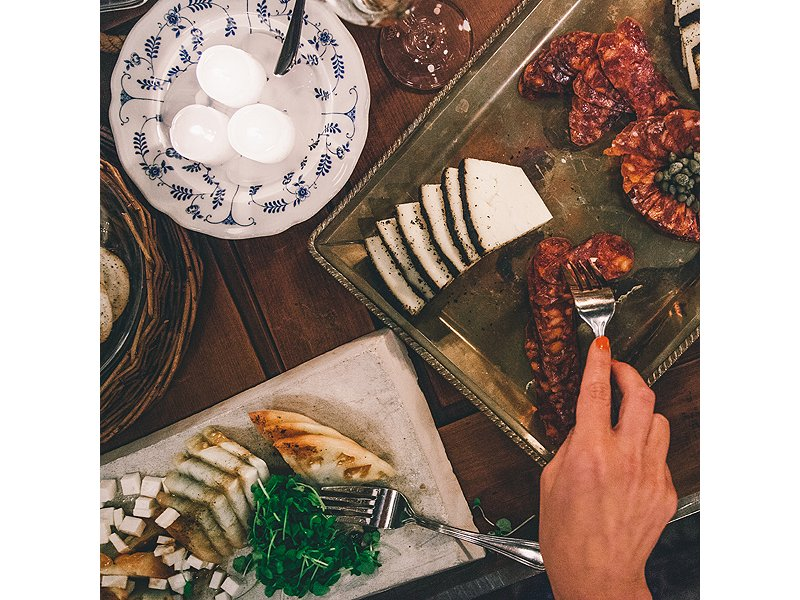 Slabs of Beehive cheese were spread out on an ornate serving platter. D'Argenzio found the vintage blue-and-white Danish dish at an estate sale in East Hampton, New York.