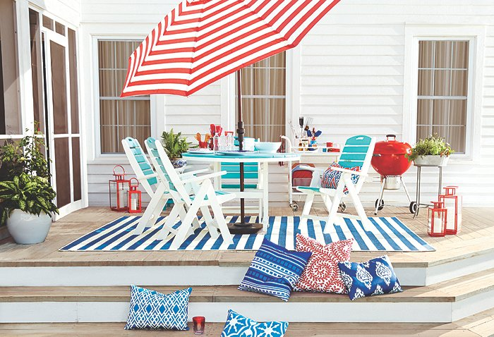 Our Guide to Decorating Your Outdoor Deck