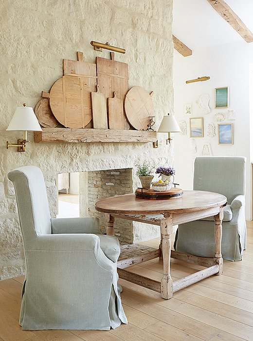 The softness of the slipcovered look feels right at home amid furnishings with timeworn charm. Photo by David Tsay.