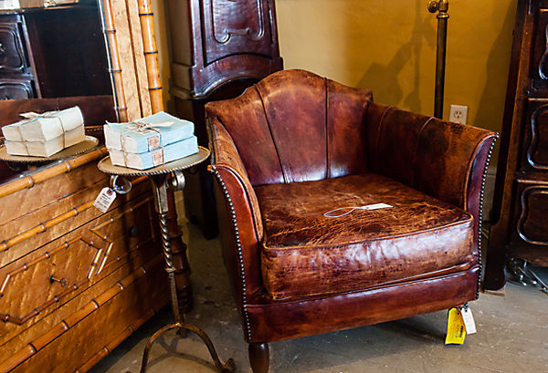 Leather Club Chair Antique | Source: thefurniture.trade · Santa ... - - Antique Leather Club Chairs For Sale Antique Furniture