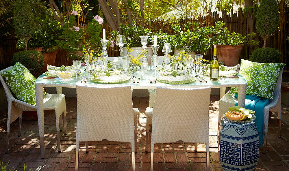 The Secrets to Hosting a Stunning Spring Gathering