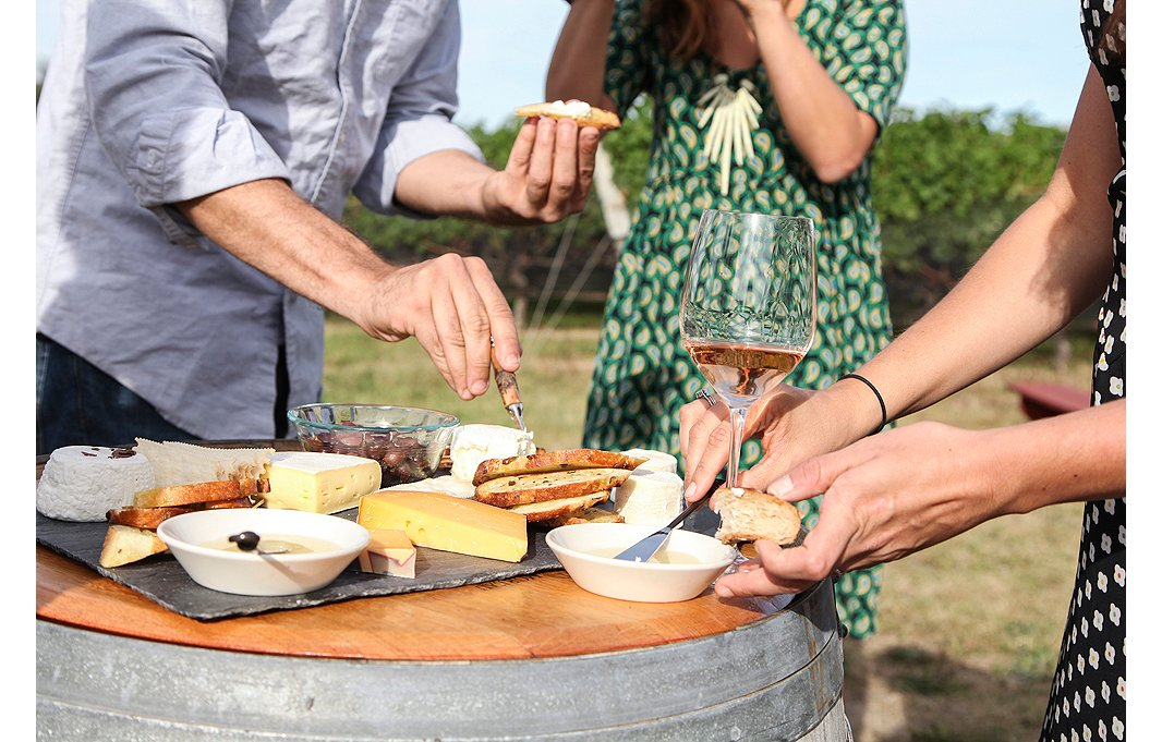 Guests feast on assorted cheeses—two soft and one hard is a party-pleasing combo—fresh fruit, crusty bread, and drizzles of honey from the Macari estate.